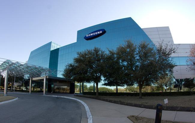 Samsung перенесла вихід гнучкого смартфона на 2018 рік