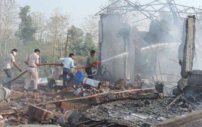 В Индии произошел взрыв на фабрике фейерверков, десятки погибших