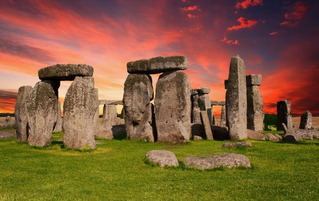 Впервые за более 60 лет: в Британии началась реставрация Стоунхенджа
