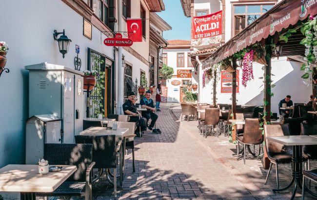 Їхали з фіктивними полісами: у українців в Туреччині виникали проблеми з лікуванням COVID