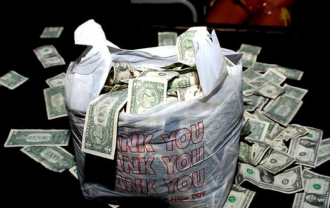 Фото: Пакет с деньгами (focus.lv)