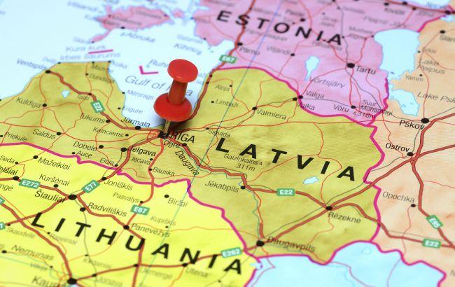Страны Балтии высылают российских дипломатов в знак солидарности с Чехией
