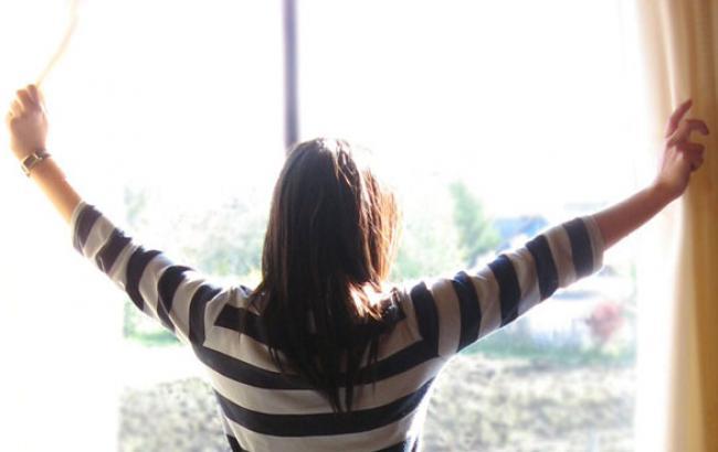 Фото: 19-летняя сумчанка выпрыгнула из окна на кухне (youtube.com)