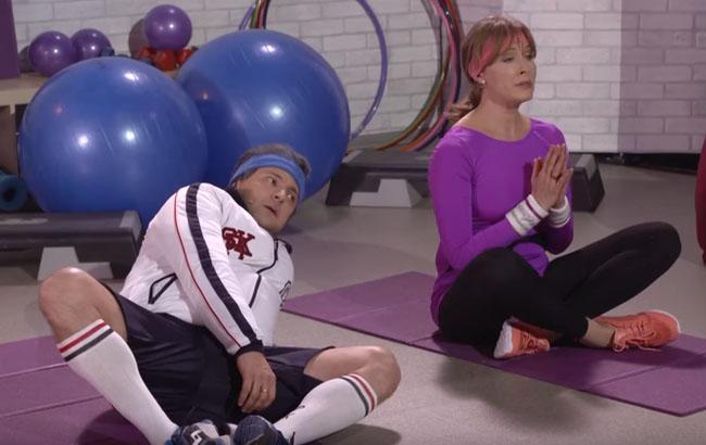 Пародия на спортивную программу Марины Порошенко/Кадр из видео YouTube-канала Студия Квартал 95 Online