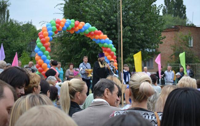 Фото: Священник УПЦ МП освятилдетей(Facebook/Дмитрий Дейнега)