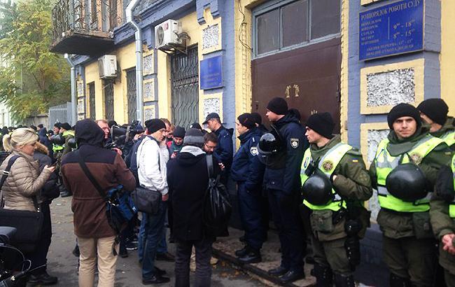 Фото: правоохоронці під судом (РБК-Україна)