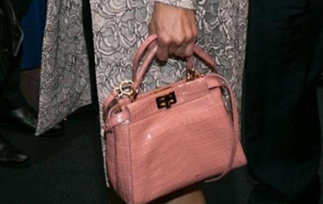 Байер премиум-сегмента прокомментировала сумку Порошенко