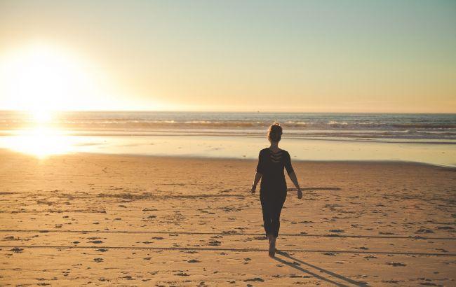 Під палючим сонцем: як відпочивають на пляжах Албанії під час карантину