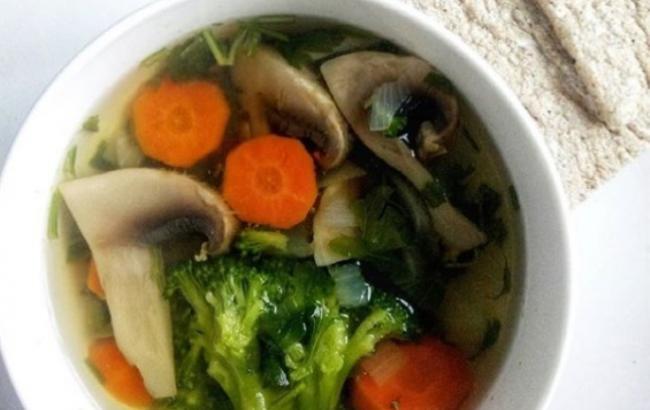 Праздники продолжаются: простой рецепт супа от похмелья