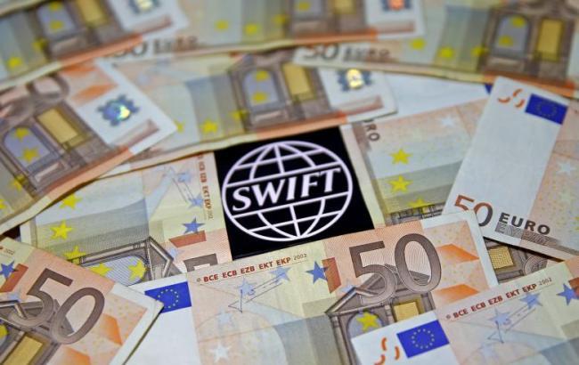 Фото: SWIFT відключила три банки КНДР
