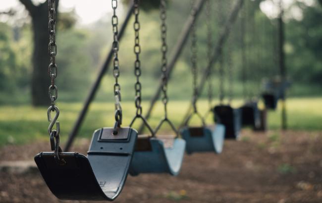 """Травми, переломи, струс"": МОЗ попередило про небезпеку на дитячих майданчиках"