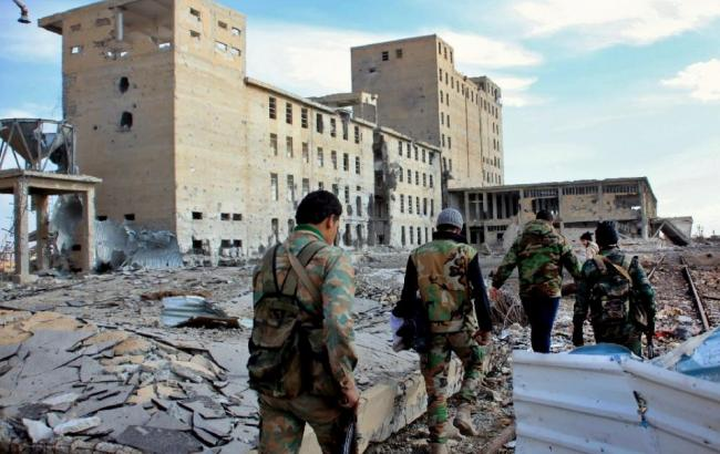 Фото: сирийские солдаты патрулируют регион после нападения боевиков ИГИЛ (AFP Photo)