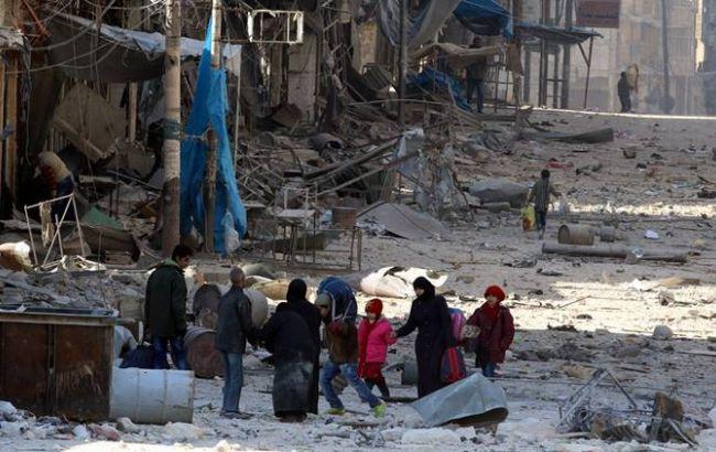 Повстанці з родинами розпочали евакуацію з передмістя Дамаска, оточеного силами Асада