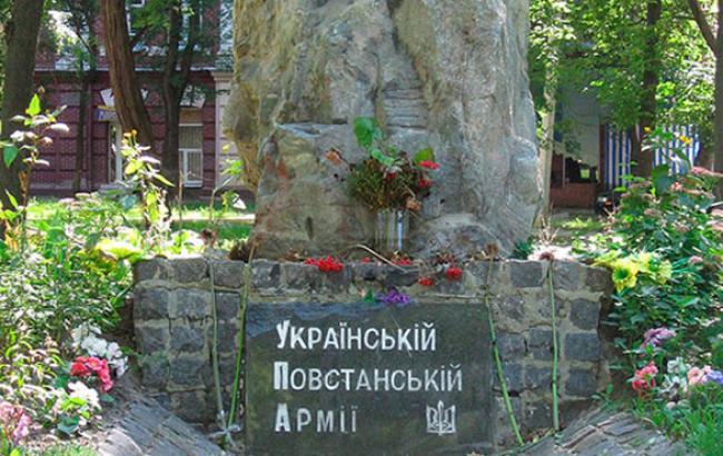 Фото: Многострадальный памятный знак (inpress.ua)