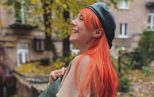 Берет и стильная куртка через плечо: Светлана Тарабарова показала, как модно одеваться этой осенью