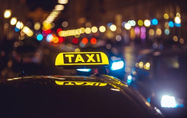 Киев застыл в предпраздничных пробках, а таксисты взвинтили цены (карта)