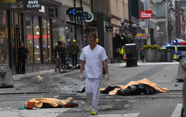 Фото: наезд грузовика на людей в Стокгольме