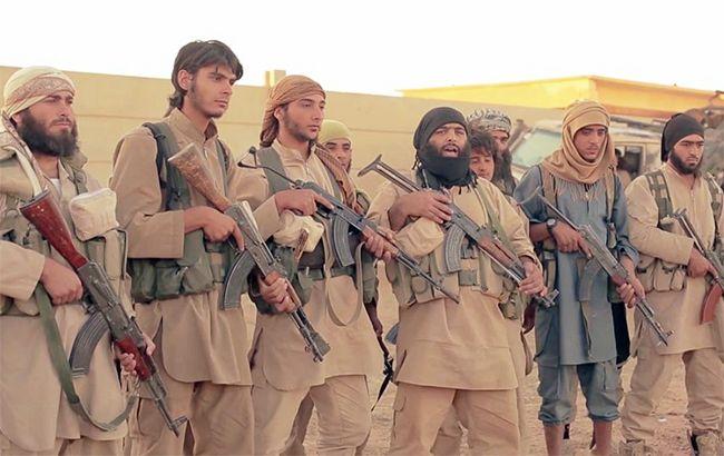 Иракская авиация начала бомбить позицииИГ вСирии