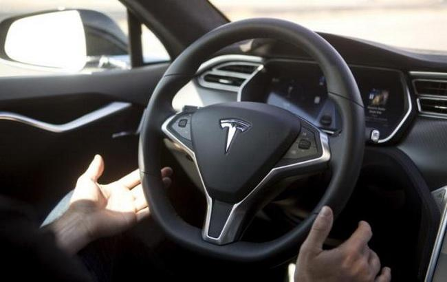 """Фото: електромобілі американської компанії """"Тесла"""" (Reiters)"""
