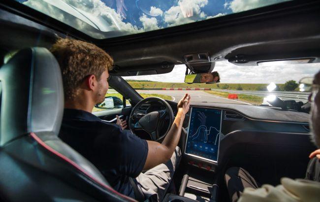 Tesla заборонила публікувати у відкритому доступі інформацію про баги автопілота Full Self-Driving