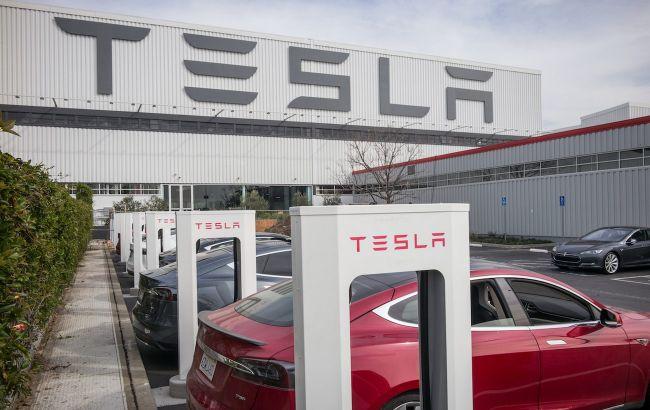 Проиграла по-крупному: Tesla выплатит штраф в 137 млн долларов из-за расовой дискриминации