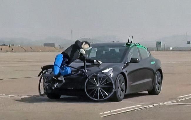 Tesla Model 3 на тестах KNCAP трижды сбила велосипедиста