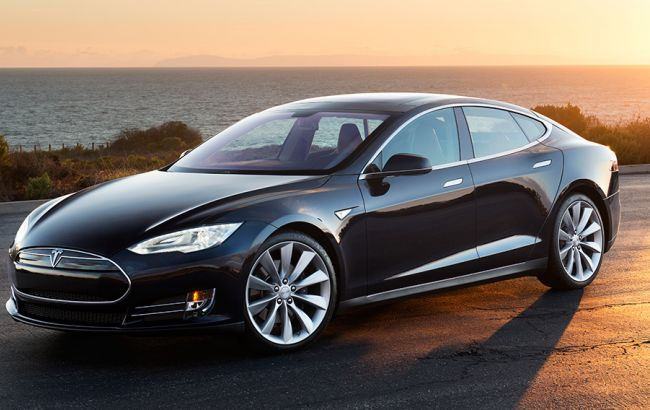 Фото: автомобиль Tesla