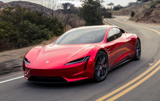 Ілон Маск пояснив, чому Tesla Roadster затримується до 2024 року