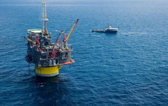 Ціни на нафту падають через побоювання з приводу економіки Китаю