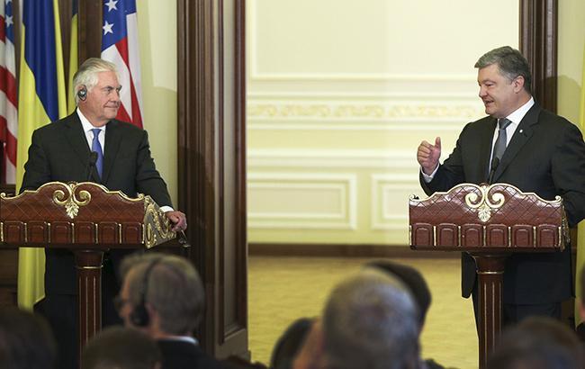Фото: Рекс Тиллерсон и Петр Порошенко (twitter.com/The Bankova)