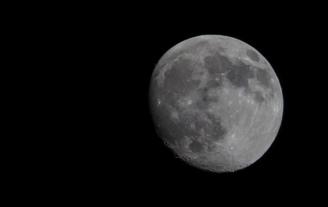 Понад 6 тисяч: штучний інтелект виявив на Місяці нові кратери