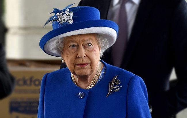 Ежели утомится: королеве Великобритании подарили руку-автомат