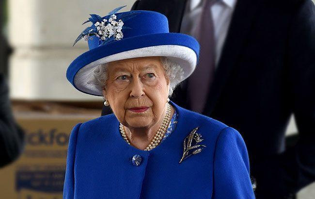 """Елизаветы II """"зашифровала"""" в свое платье для обращения к британцам сразу два важных послания"""