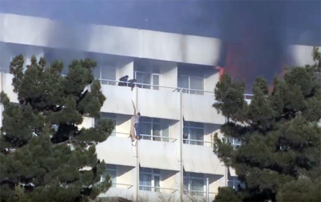 Фото: нападение на отель в Кабуле (The Telegraph youtube.com)