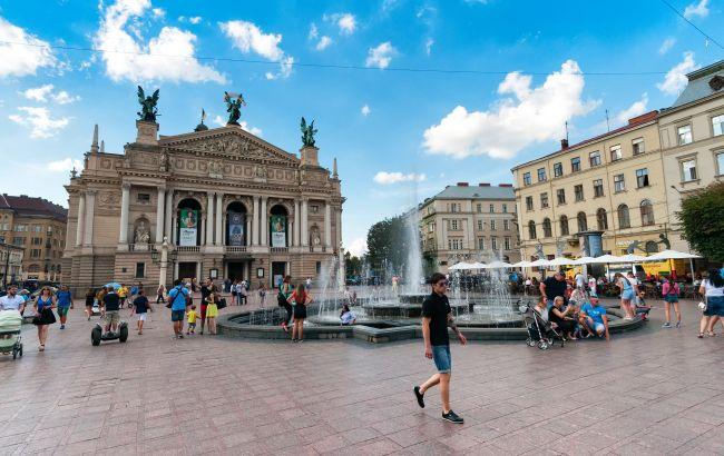 Деньги на путешествия. В Украине могут ввести сертификаты для туристов: что известно