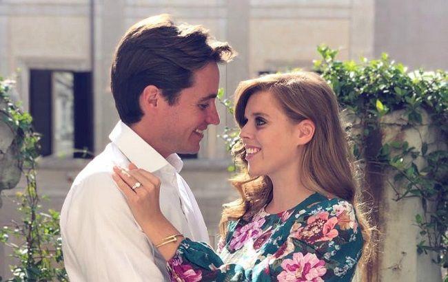 Плохой знак: принцесса Беатрис уже в третий раз вынуждена перенести свадьбу
