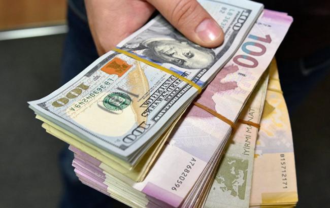 НБУ поднял официальный курс евро иопустил курс доллара