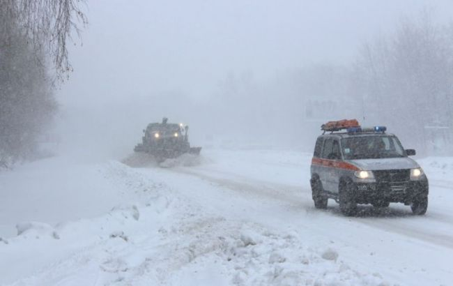 Фото: Херсон закрыли для движения грузовиков из-за непогоды в Украине
