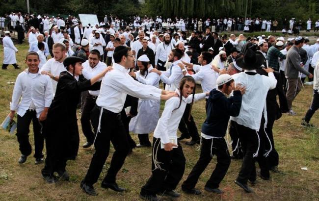 Фото: более 30 тыс. хасидов прибыли на празднование Нового года