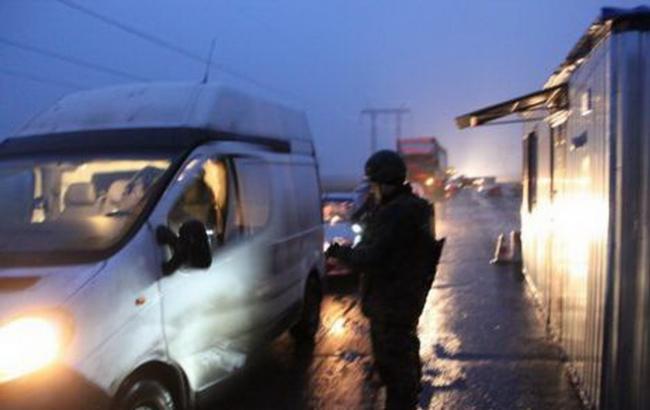 Фото: пункт пропуска на Донбассе