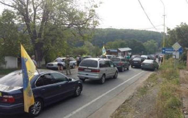 Фото: блокирование дороги, ведущей к границе