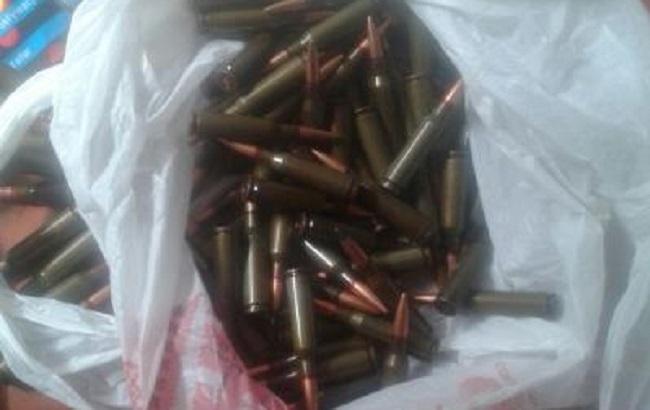 В Донецкой области обнаружен тайник с боеприпасами и военным снаряжением