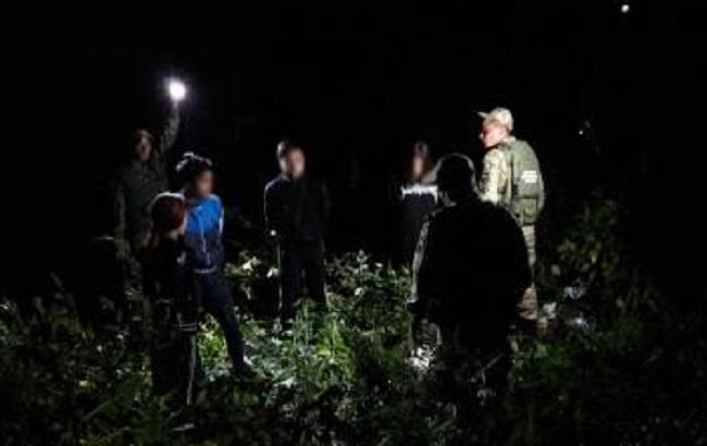 Фото: задержание нелегалов на украинско-словацкой границе (пресс-центр ГПСУ)