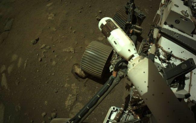 Марсоход NASA впервые после посадки проехался на Красной планете