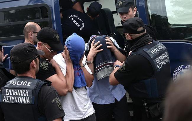 Фото: турецкие военные сбежали в Грецию