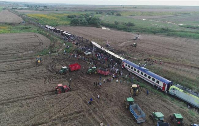Турции перевернулся пассажирский поезд
