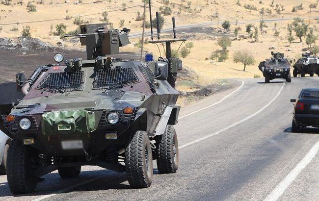 Фото: экстремисты подорвали автомобиль с турецкими военными