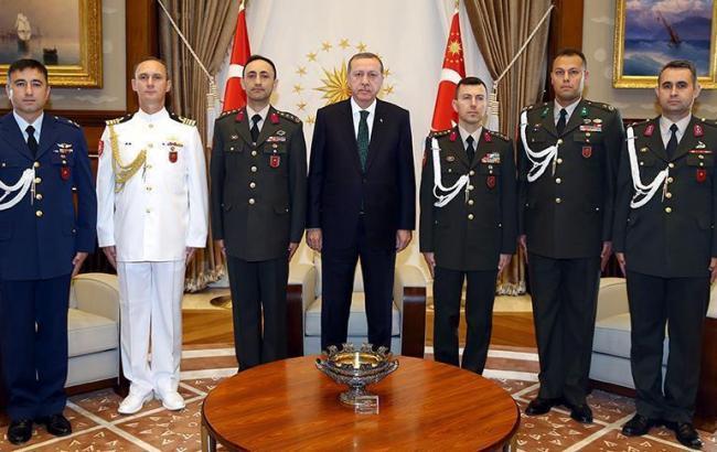 Фото: ще один радник президента Туреччини Реджепа Ердогана заарештований