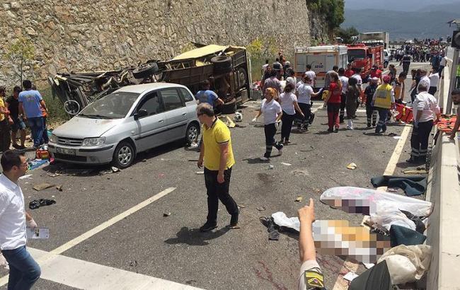 Турции перевернулся пассажирский автобус