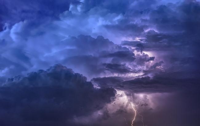 Грози, зливи і шквали: синоптик попередила українців про негоду